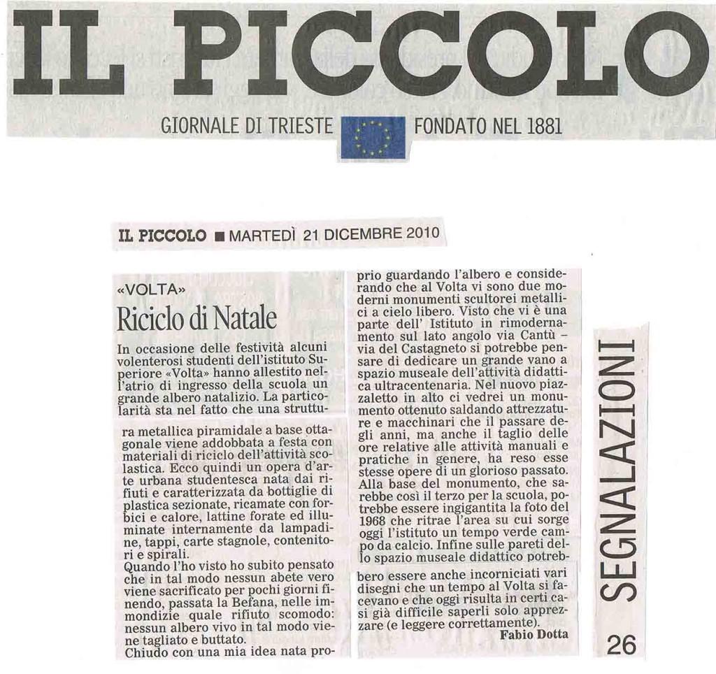 L'ALBERO DI NATALE CON I RIFIUTI SCOLASTICI